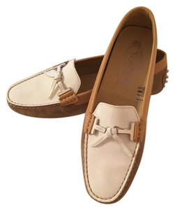 Tod's Moccasin Driving Patent Casual Supple Tan and White Flats
