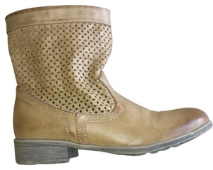 Cougar Perforated Tan Boots