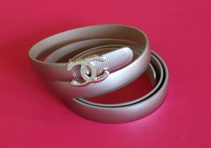 Chanel Metallic beige patent leather Chanel interlocking CC belt
