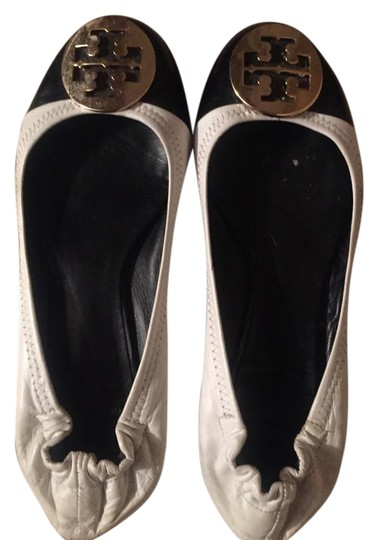 Preload https://img-static.tradesy.com/item/22246646/tory-burch-whiteblack-ballet-flats-size-us-8-regular-m-b-0-1-540-540.jpg