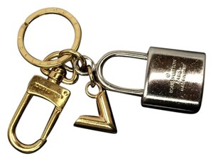 Louis Vuitton Auth LOUIS VUITTON Silver and Gold Tone Padlock Shaped Key Holder