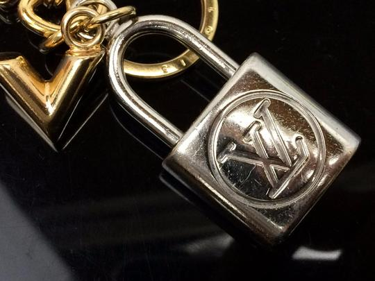 Louis Vuitton Auth LOUIS VUITTON Silver and Gold Tone Padlock Shaped Key Holder Image 10