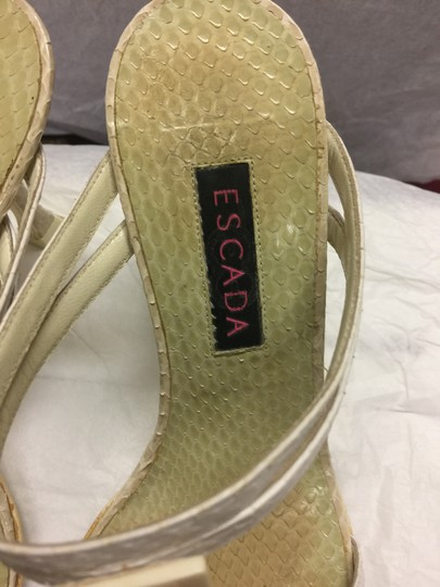 Escada Suede Ivory/Pearl Leather Black Sandals Image 8