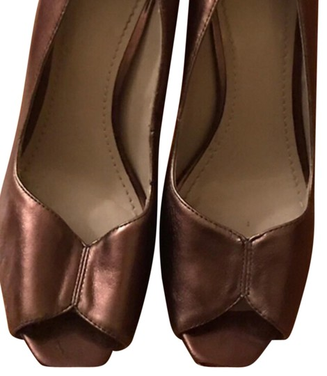 Preload https://img-static.tradesy.com/item/22250991/nine-west-metallic-bronze-pumps-size-us-75-regular-m-b-0-1-540-540.jpg