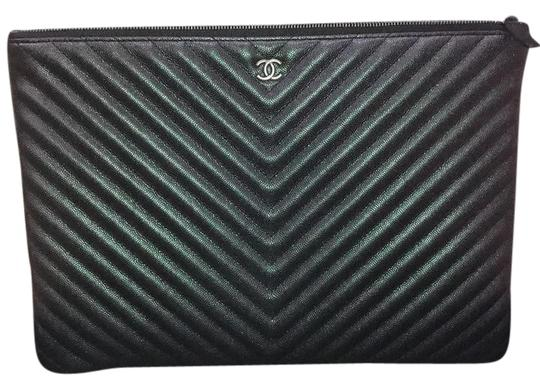 Preload https://item2.tradesy.com/images/chanel-17b-iridescent-purple-large-o-case-black-leather-clutch-22251361-0-1.jpg?width=440&height=440