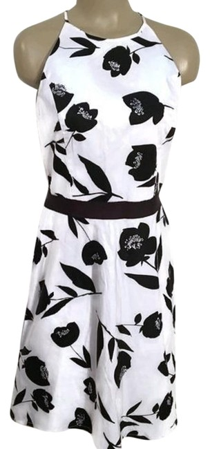 Preload https://img-static.tradesy.com/item/22251392/ann-taylor-black-and-white-floral-print-short-casual-dress-size-6-s-0-1-650-650.jpg