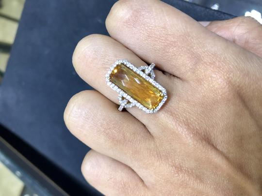 SWD TOPAZ AND DIAMOND FASHION RING IN 18K YELLOW GOLD Image 2