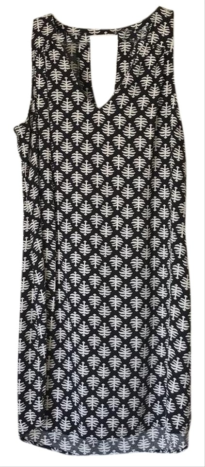 b3491475266fe Old Navy Black and White V Neck Woven Short Casual Dress Size 4 (S ...