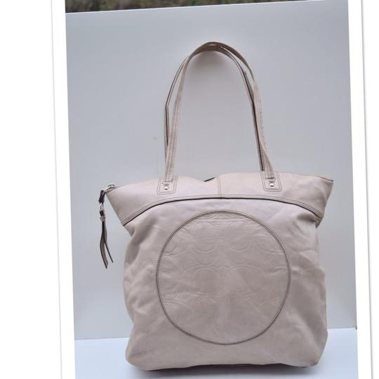 Coach Tote in off white Image 9