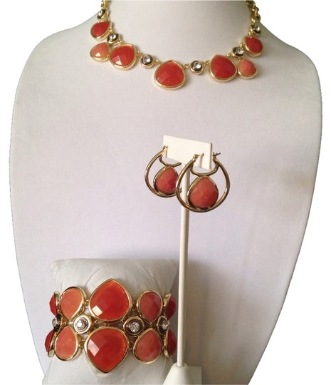 Preload https://item2.tradesy.com/images/bill-blass-shades-of-coralgold-nwot-3-piece-set-faceted-teardrop-resin-necklace-earrings-and-bracele-2226156-0-0.jpg?width=440&height=440