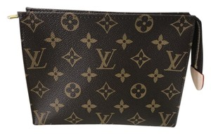 Louis Vuitton Louis Vuitton TOILETRY POUCH 19 M47544
