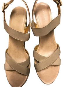 Charles David cream Wedges