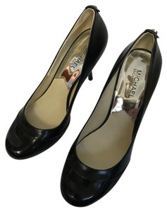 Michael Kors Slim Kors black Pumps