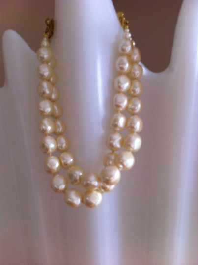 Preload https://img-static.tradesy.com/item/22270137/carolee-faux-pearl-double-strand-necklace-0-0-540-540.jpg