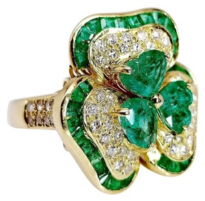 SWD Flower Shaped Emerald Ring with Diamonds