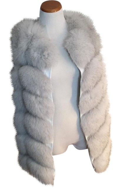 Item - White with Grey Rabbit Vest Coat Size 12 (L)