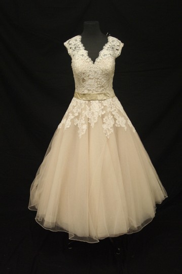 Justin Alexander Oyster/Ivory Lace & Tulle 8815 Vintage Wedding Dress Size 10 (M)