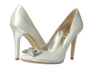 Joan & David White Satin Box New In Crystal Rectangle Jewel Pumps Size US 8.5 Regular (M, B)