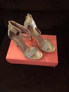 David's Bridal Nude Metallic High Heel Shimmering Sandals with Buckle Strap - Nude/Gold Formal Size US 8.5 Regular (M, B)