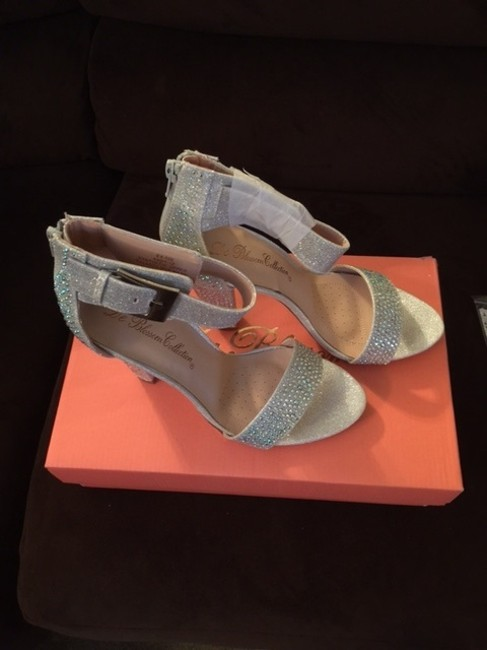 Item - Silver Metallic High Heel Shimmering with Buckle Strap Sandals Size US 8 Regular (M, B)