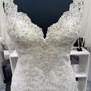 Essense of Australia Ivory/ Almond Lace D2167 Formal Wedding Dress Size 12 (L)
