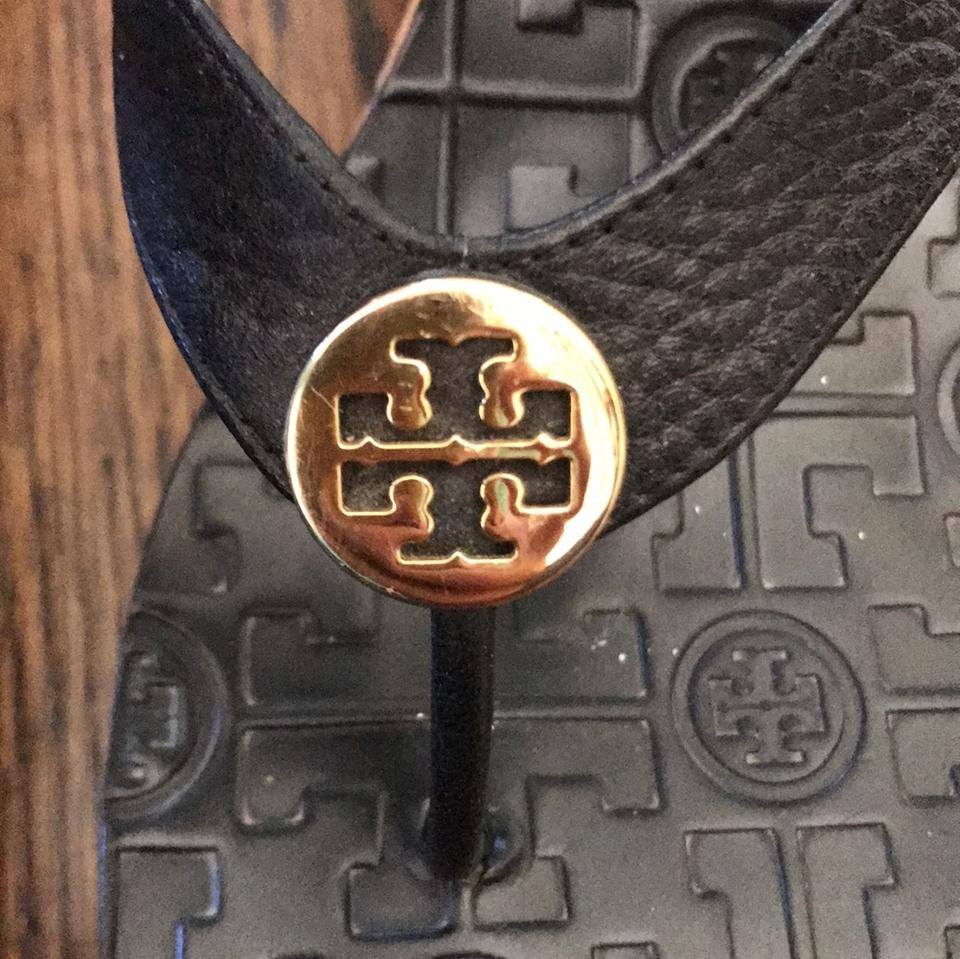 9b8f5e198d04 Tory Burch Black with Gold Tb Symbol Unknown Sandals Size US 9 ...