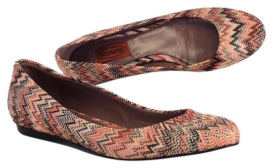 Preload https://img-static.tradesy.com/item/2229212/missoni-coral-and-black-chevron-print-flats-size-us-7-0-0-540-540.jpg