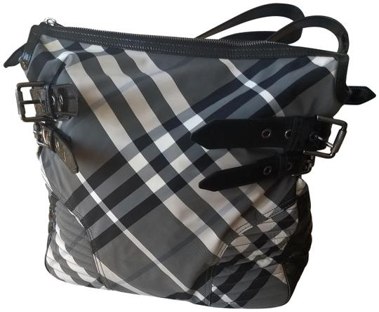 Preload https://img-static.tradesy.com/item/22297014/burberry-large-baby-diaper-or-black-and-white-check-nylon-with-and-plaid-and-leather-patent-trim-han-0-6-540-540.jpg