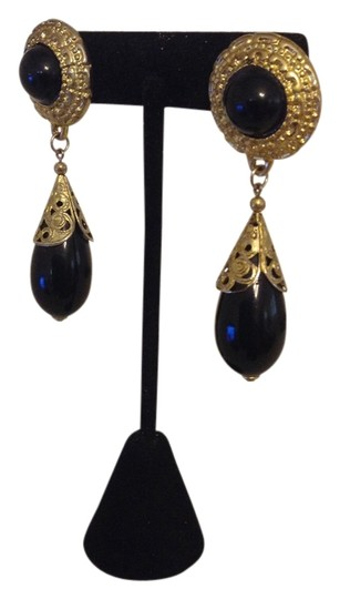 Preload https://item4.tradesy.com/images/black-and-antique-gold-dangle-earrings-2229773-0-0.jpg?width=440&height=440