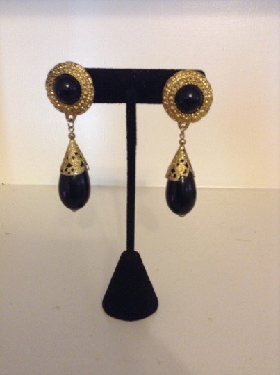 Accessory Lady Black and Antique Gold Dangle Earrings