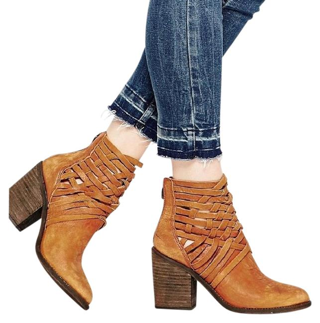 Tan Boots/Booties Size US 8.5 Regular (M, B) Tan Boots/Booties Size US 8.5 Regular (M, B) Image 1