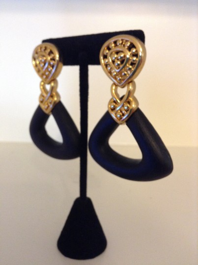 Accessory Lady Black and Gold Dangle Clip Earrings