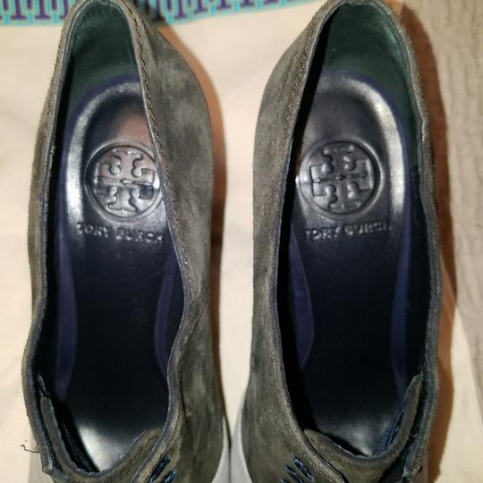 Tory Burch Grey Pumps Image 5