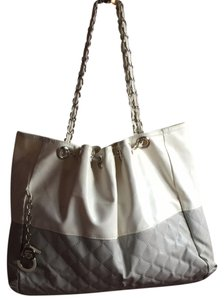 Tote in gray and white