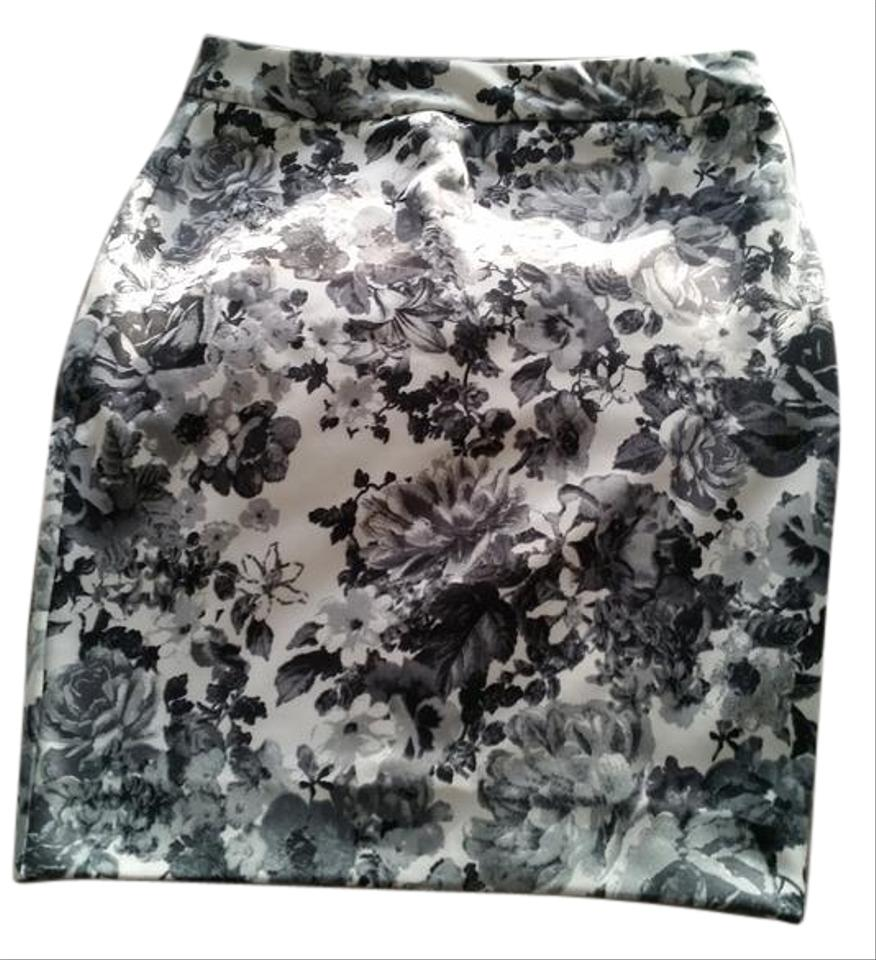 White Background With Grey And Black Flowers Style 157002tm Knee Length Skirt Size 0 Xs 25 71 Off Retail