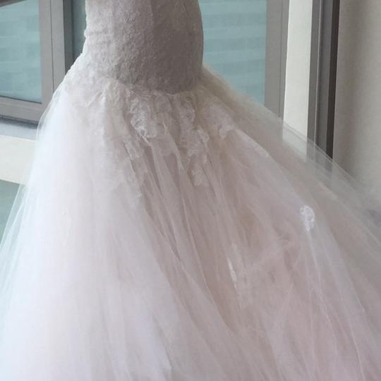 Monique Lhuillier Ivory Extremely Light Tulle with Lace. Very Comfortable Designer Feminine Wedding Dress Size 4 (S)