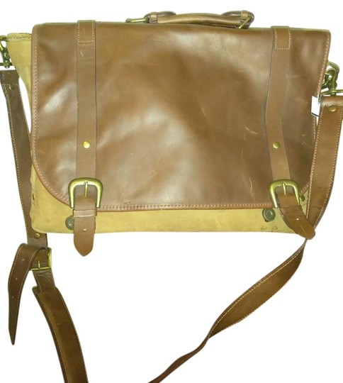 Preload https://img-static.tradesy.com/item/22306510/large-brown-tan-leather-messenger-bag-0-1-540-540.jpg