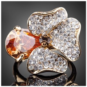 ME-Boutiques Private Label Collection Swarovski Crystals Gold Cognac Flower Ring S8