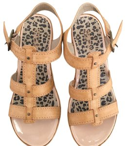 Kenneth Cole Reaction beige Wedges