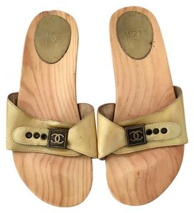 Chanel Slides Wood Heels Flats Cc Sandals Gold / Yellow Mules