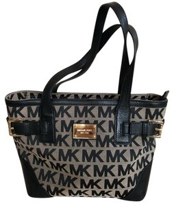 6ca0e1b3de8c ... Michael Kors Tote in black ...