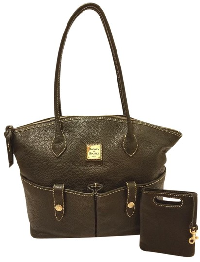 Preload https://item2.tradesy.com/images/dooney-and-bourke-extra-large-handbag-with-accessory-black-leather-hobo-bag-22320546-0-1.jpg?width=440&height=440