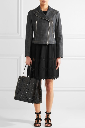 ALAA Vienne Laser Leather Tote in black Image 5