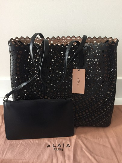 ALAA Vienne Laser Leather Tote in black Image 6