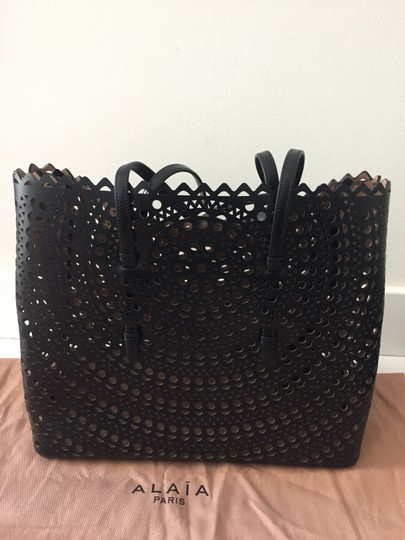 ALAA Vienne Laser Leather Tote in black Image 8