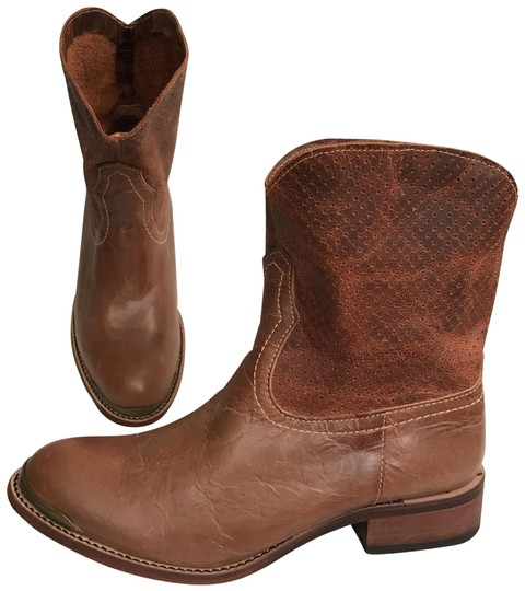 Preload https://img-static.tradesy.com/item/22321962/lucchese-brown-nwot-leather-bootsbooties-size-us-7-regular-m-b-0-1-540-540.jpg