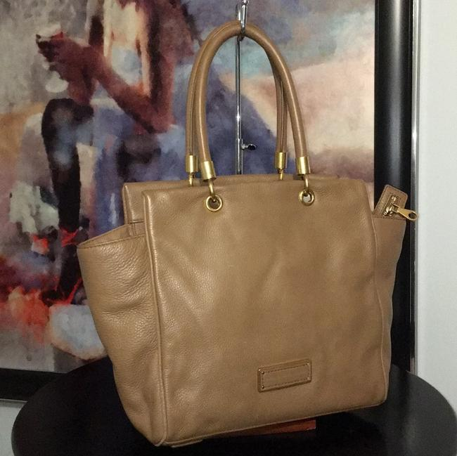 Item - Taupe/Brown Leather Tote