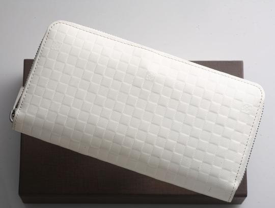 Preload https://item1.tradesy.com/images/louis-vuitton-cream-white-super-rare-limited-edition-damier-checker-large-zippy-purse-facette-collec-2232905-0-3.jpg?width=440&height=440