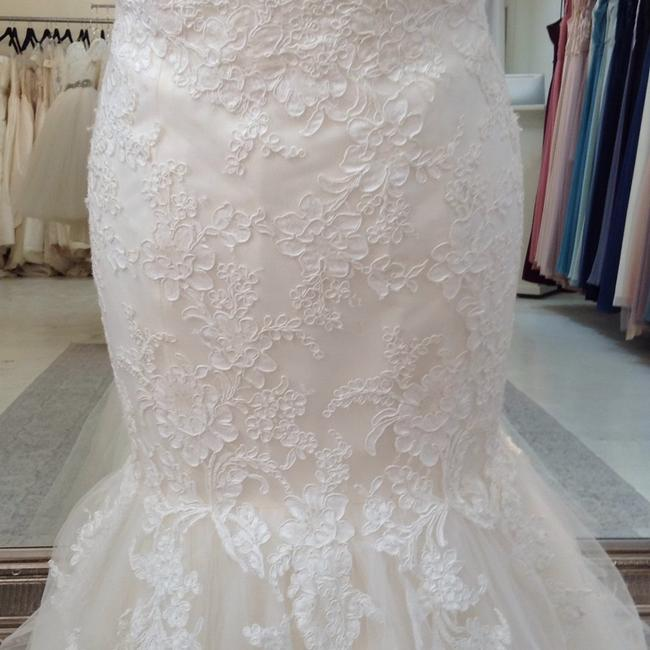 Jim Hjelm Ivory/Oyster Lace/Tulle 8214 Traditional Wedding Dress Size 8 (M) Jim Hjelm Ivory/Oyster Lace/Tulle 8214 Traditional Wedding Dress Size 8 (M) Image 4