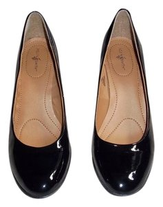 Jaclyn Smith Black Pumps
